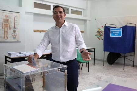 ALEXIS TSIPRAS VOTA EN LAS ELECIONES AL PARLAMENTO EUROPEO
