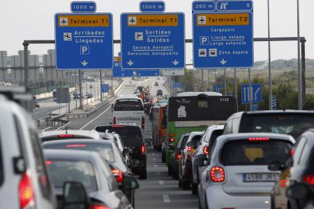 ATASCOS EN LA ENTRADA DEL AEROPUERTO DE EL PRAT DE BARCELONA