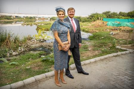 LOS REYES DE HOLANDA VISITAN BARAPULLAH EN LA INDIA