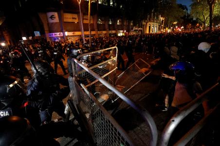 """CARGAS POLICIALES Y DISTURBIOS TRAS LA SENTENCIA POR EL """"PROCES"""" EN BARCELONA"""