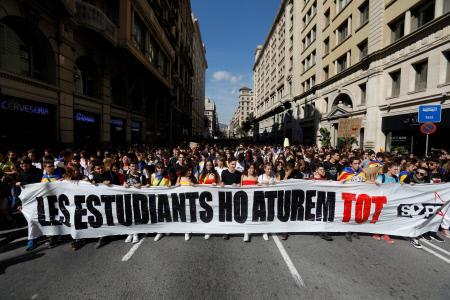 LOS ESTUDIANTES INDESPENDIENTISTAS SE MANIFIESTAN EN BARCELONA