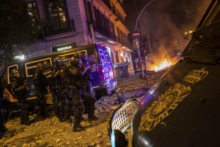 FUERTES ALTERCADOS ENTRE LA POLICIA Y LOS CDR EN BARCELONA