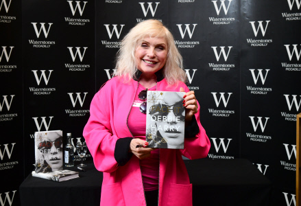 DEBORAH HARRY PRESENTA SU LIBRO ''FACE IT'' EN LONDRES