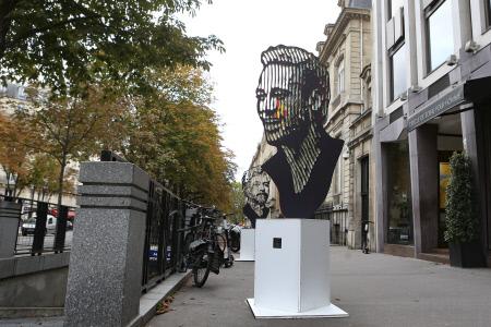 ESCULTURA CON LA IMAGEN DE NEYMAR EN LAS CALLES DE PARIS
