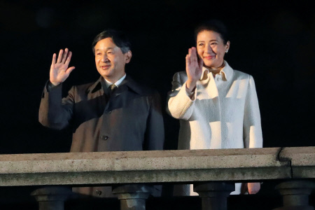 LOS EMPERADORES DE JAPON DURANTE UN ACTO CONMEMORATIVO ENTRONIZACIÓN