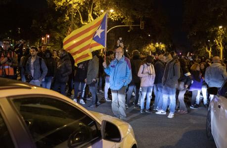 GRUPOS INDEPENDENTISTAS BLOQUEAN LA AVENIDA DIAGONAL EN BARCELONA