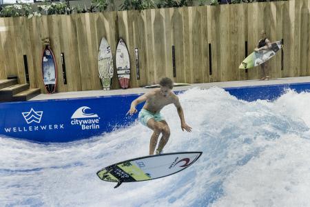 PRIMERA INSTALACION INDOOR DE SURF EN BERLIN