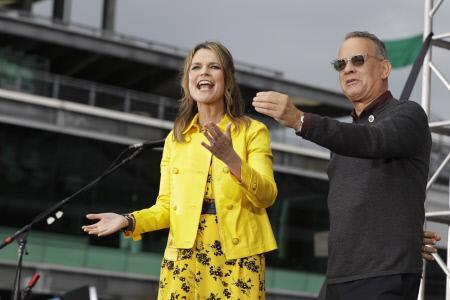 """TOM HANKS Y SHERYL CROW EN INDIANAPOLIS PARA EL PROGRAMA """"TODAY"""" DE LA NBC"""
