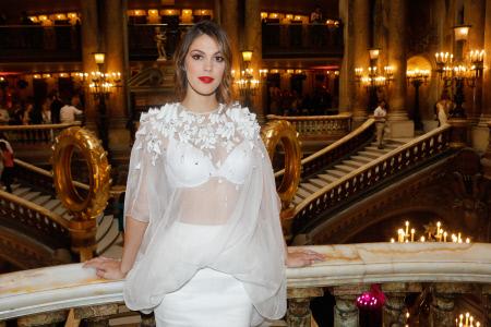 """POSADO DE LA MODELO IRIS MITTENAERE EN EL FRONT ROW DE """" STEPHANE ROLLAND """""""