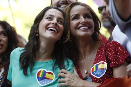 MULTITUD DE POLÍTICOS ASISTEN AL DESFILE DEL OGURLLO GAY