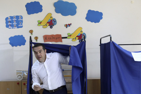 ALEXIS TSIPRAS VOTA EN LAS ELECCIONES GRIEGAS