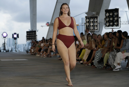 DESFILE DE LA FIRMA ACACIA EN LA MIAMI FASHION SWIM WEEK