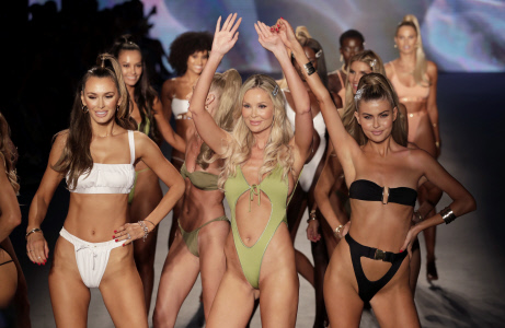 DESFILE DE LA FIRMA MONICA HANSEN EN LA MIAMI FASHION SWIM WEEK