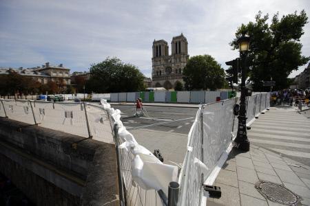 DESCONTAMINACION DE PLOMO EN LAS INMEDIACIONES DE NOTRE DAMME EN PARIS