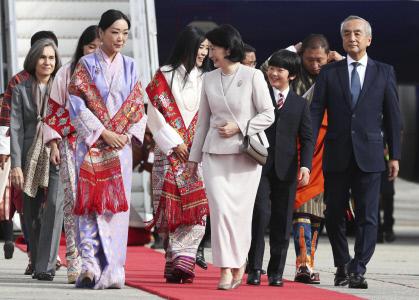 EL PRINCIPE AKISHINO Y LA PRINCESA KIKO LLEGAN A BHUTAN JUNTO AL PRINCIPE HISAHITO