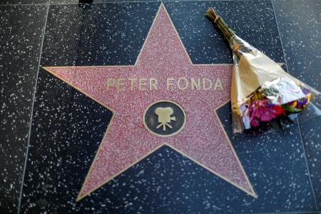 EL PASEO DE LA FAMA DE LOS ANGELES SE DESPIDE DE PETER FONDA TRAS SU MUERTE