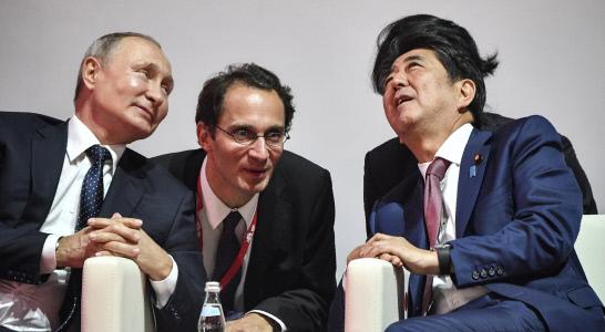 EL PRESIDENTE PUTIN SE REUNE CON EL PRIMER MINISTRO JAPONES EN VLADIVOSTOK