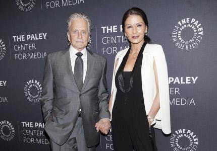 MICHAEL DOUGLAS Y CATHERINE ZETA-JONES JUNTOS EN EL EVENTO PALEY EN NUEVA YORK