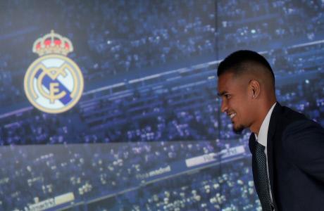 AREOLA EN LA PRESENTACIÓN COMO NUEVO JUGADOR DEL REAL MADRID