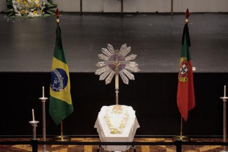 (SPLASH) CAPILLA ARDIENTE DEL CANTANTE PORTUGUES, ROBERTO LEAL, EN SAO PAULO