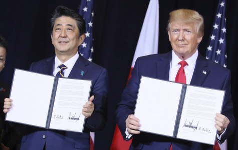 DONALD TRUMP SE REUNE CON EL PRIMER MINISTRO DE JAPON
